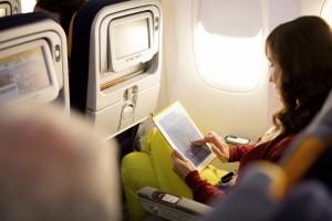 Flynet-Nutzer mit Tablet. Foto: Lufthansa